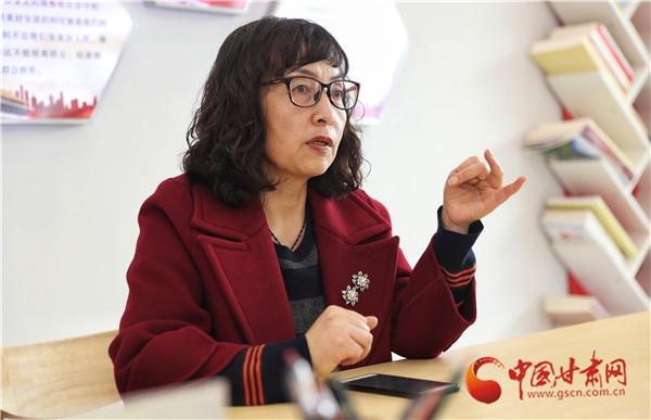 """民政部""""孺子牛""""奖获奖者潘秀玲:30年如一日把百姓事记心间(图)"""