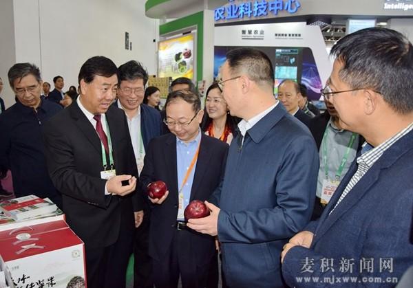 麦积区组团参加第十七届中国国际农产品交易会