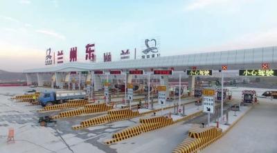 """丝路名城上演""""速度与激情""""——西北最大高速公路收费站竣工纪实"""