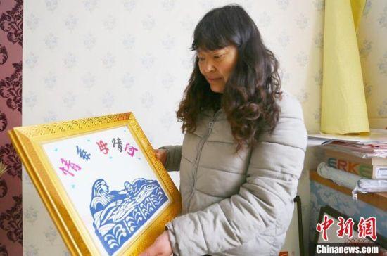 张旭小幅作品《情系母亲河》。 高康迪 摄