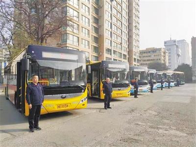 """兰州公交""""精致车组"""" 20辆公交车昨日发车"""