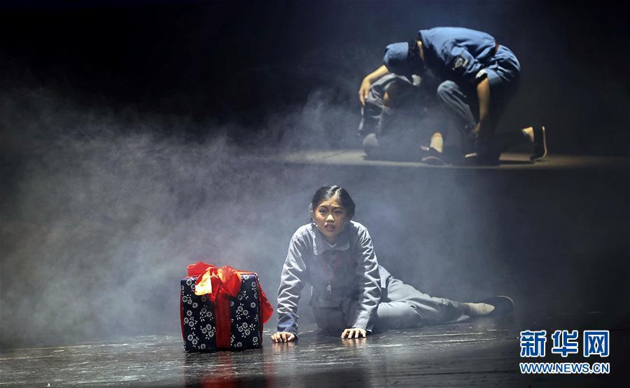 (文化)(3)抗战题材儿童剧《箱子里的图书馆》在京上演