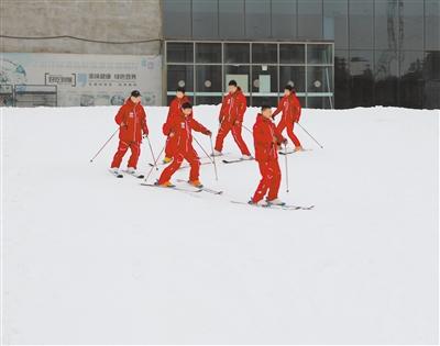 兰州安宁滑雪场今冬提前迎客