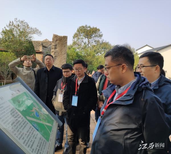 """南昌县一个村300余名教授,媒体团揭开""""教授村""""的奥秘"""