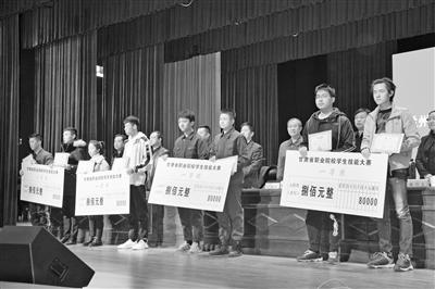 """兰州市授予38名优秀中职生""""大国工匠(职业明星)金种子""""称号"""