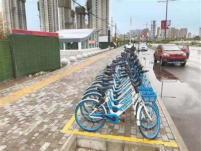 """兰州:共享单车要""""冬休"""" 请市民及时将车辆放回停车点"""