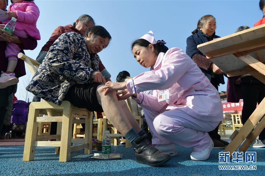 (健康)(1)江西上栗:送医下乡暖人心