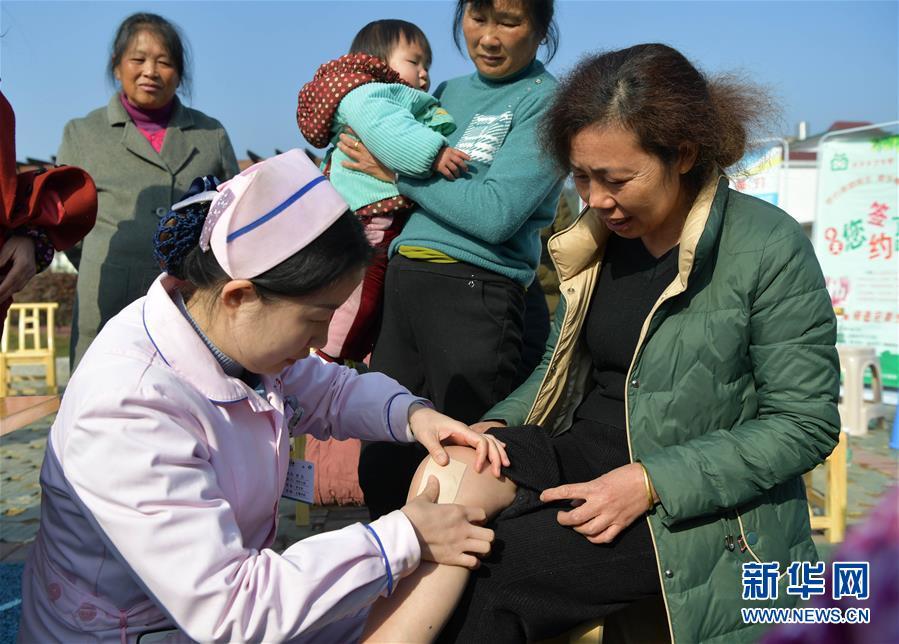 (健康)(3)江西上栗:送医下乡暖人心