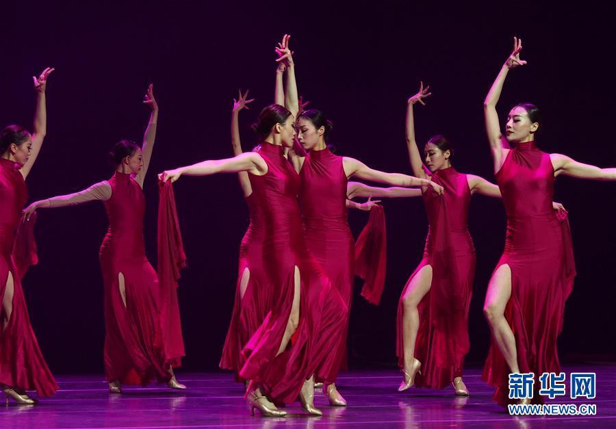 (新华网)(1)上海举办白领(青年)舞蹈大赛