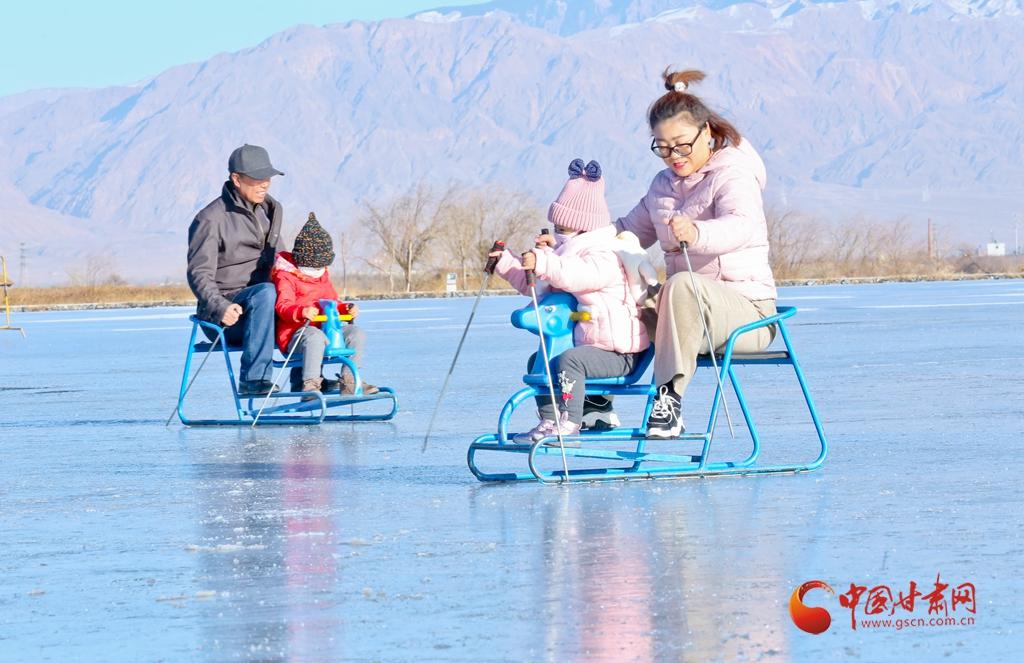 """热""""雪""""沸腾 甘肃张掖开启冬春游模式"""