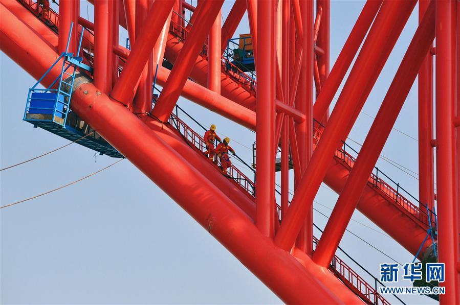 (经济)(1)广西平南三桥建设进展顺利