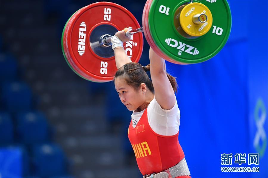 (体育)(1)举重——世界杯:邓薇获女子64公斤级抓举和总成绩冠军并创造抓举新世界纪录