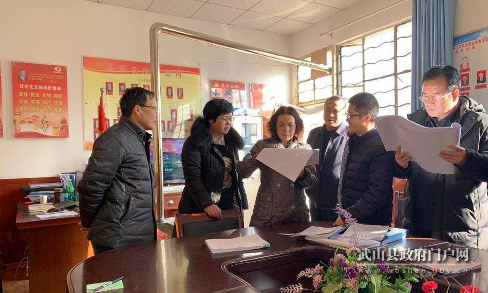 王燕督查武山县兜底保障 义务教育有保障 学校安全管理工作