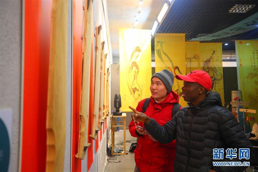 (文化)(4)校园里的古琴艺术展