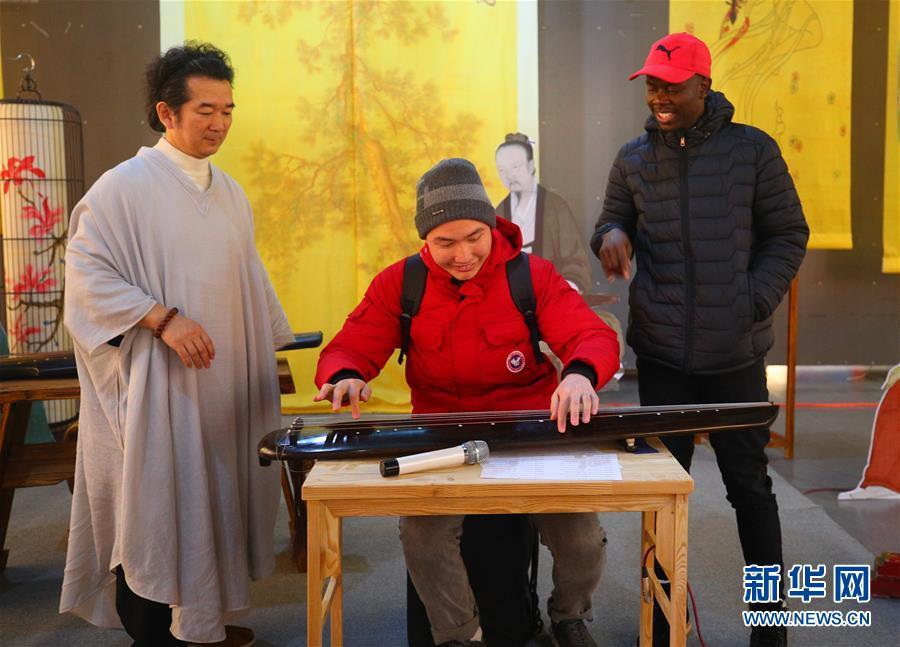 (文化)(5)校园里的古琴艺术展