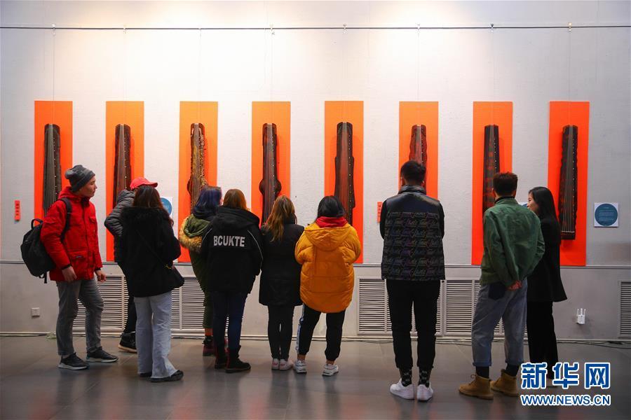 (文化)(6)校园里的古琴艺术展