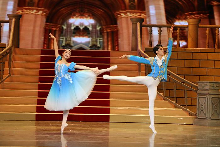 足尖童话之旅 芭蕾舞剧《灰姑娘》在兰州音乐厅上演