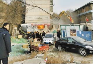 兰西车辆段家属院 D级危楼昨日开始拆除