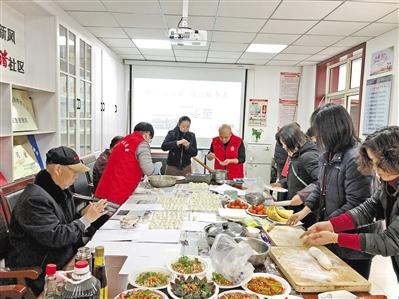 兰州金塔巷社区:饺子送温暖 情谊暖冬至