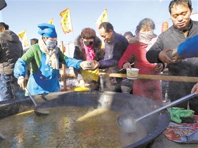 """张掖山丹这样过冬至 6万人同吃""""牛娃子饭"""""""