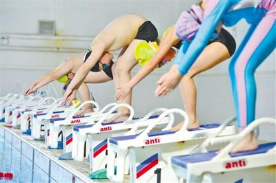 甘肃教育丨游泳+滑冰 这群孩子样样行