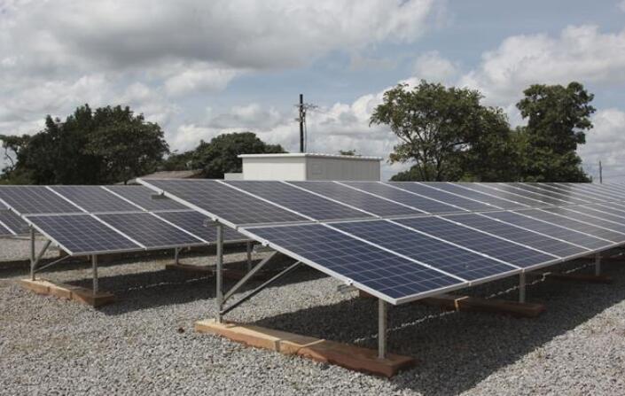 中企捐赠太阳能电站在赞启用