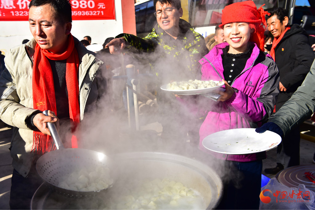甘肃肃南:冬至千人吃饺子喝奶茶体验民族风情