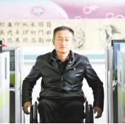 """自强模范""""刘韦评:让我们换种方式走路"""