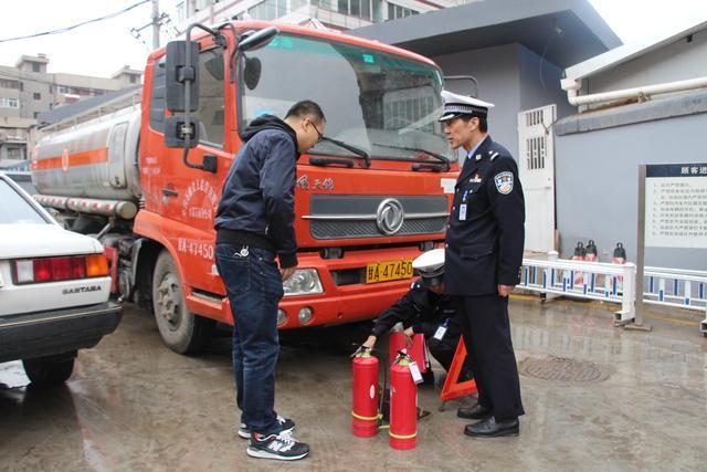 甘肃省公安厅交管局就危化品车辆安全运输发布交警提示