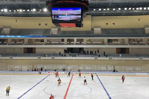 甘肃省体育馆迎来首场冰上运动