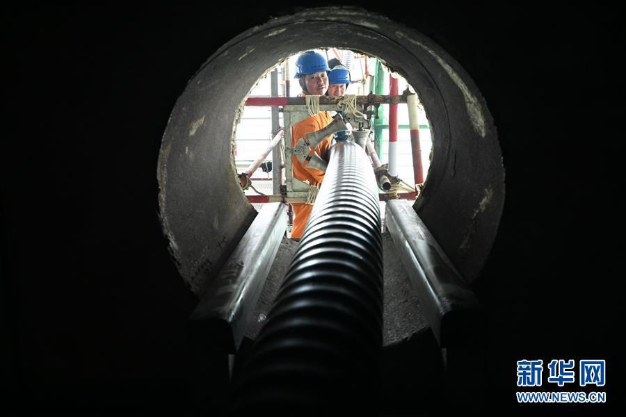 (社会)(2)平潭海峡公铁大桥220千伏桥缆开始敷设
