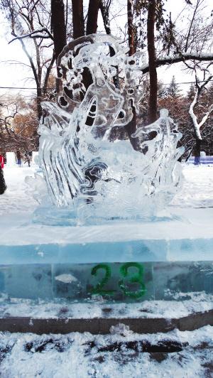 全国大学生冰雕赛落幕