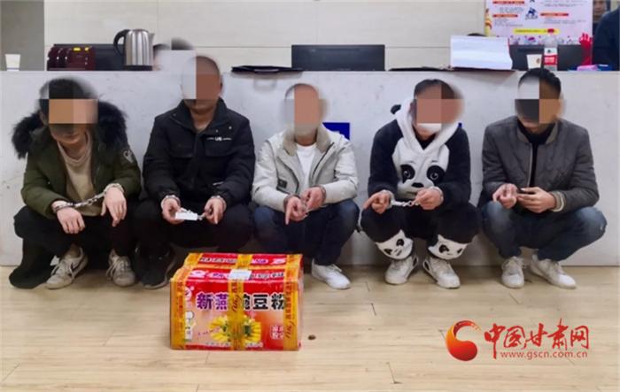 甘肃机场公安新年破获特大运输毒品案 缴获冰毒851克