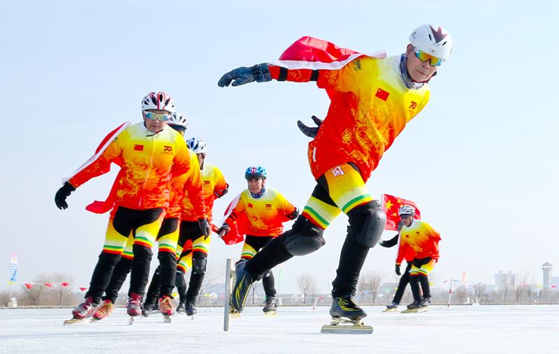 甘肃张掖:滑冰竞技庆新年(组图)