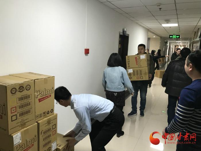 谢谢天津志愿者 你们为甘肃山区捐赠的新衣已运抵兰州