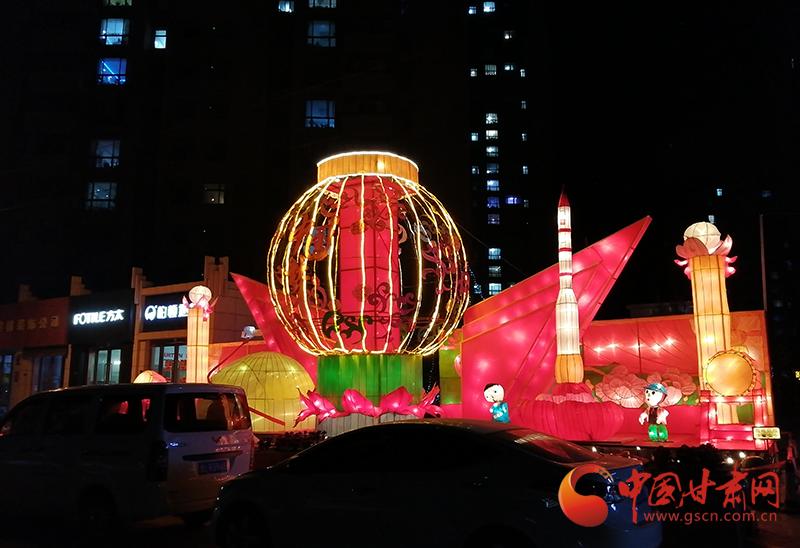 【2020年新春走基层】灵台:扮靓城市街景提升节日氛围
