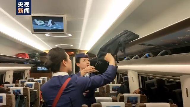 给工人的6万工资款忘在动车上 列车长暖心帮找回