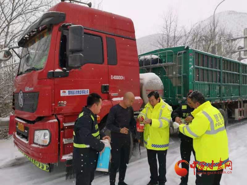 【聚焦2020春运】受降雪天气影响 甘肃多条高速公路临时交通管制