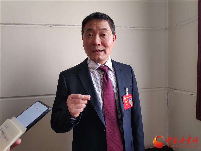 甘肃省政协委员许邦兴:大力发展公办幼儿园