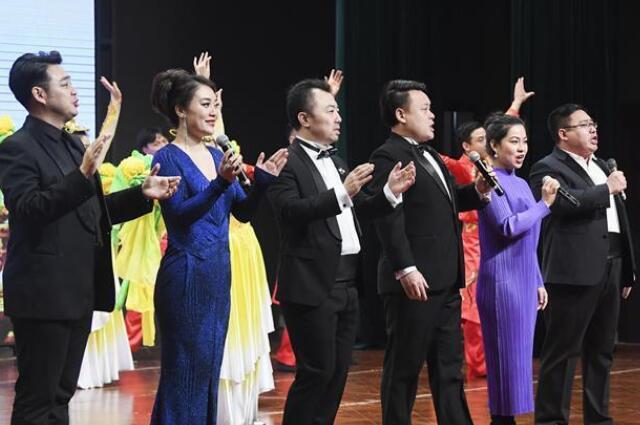 中央歌剧院文艺小分队走进重庆酉阳