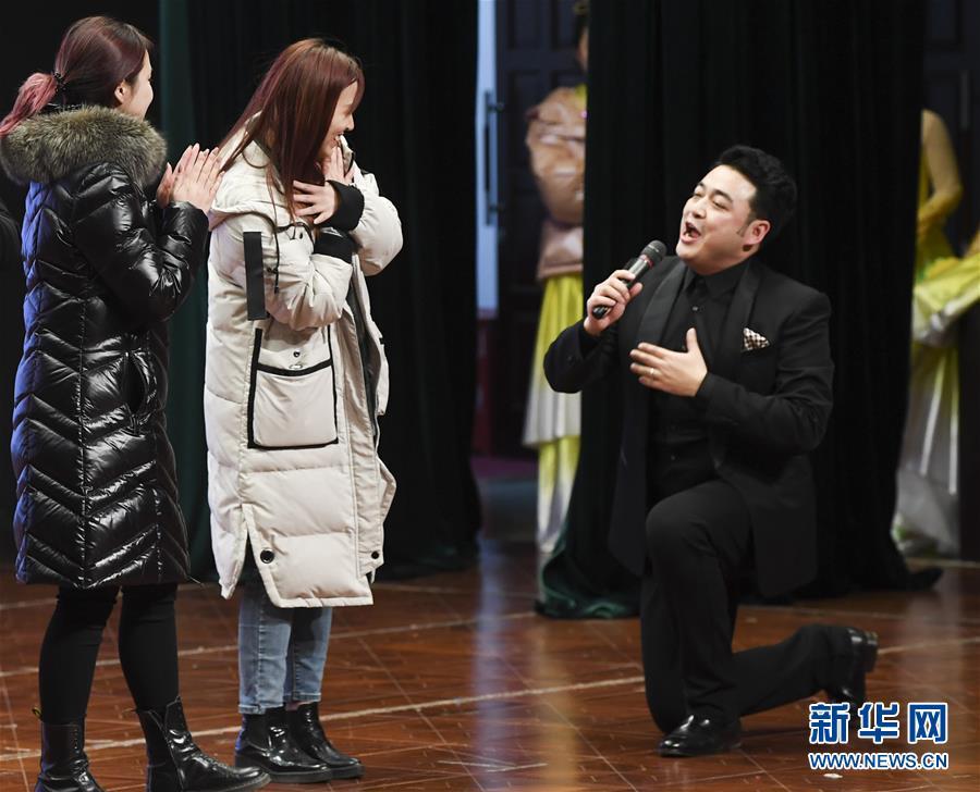 (新春走基层)(1)中央歌剧院文艺小分队走进重庆酉阳