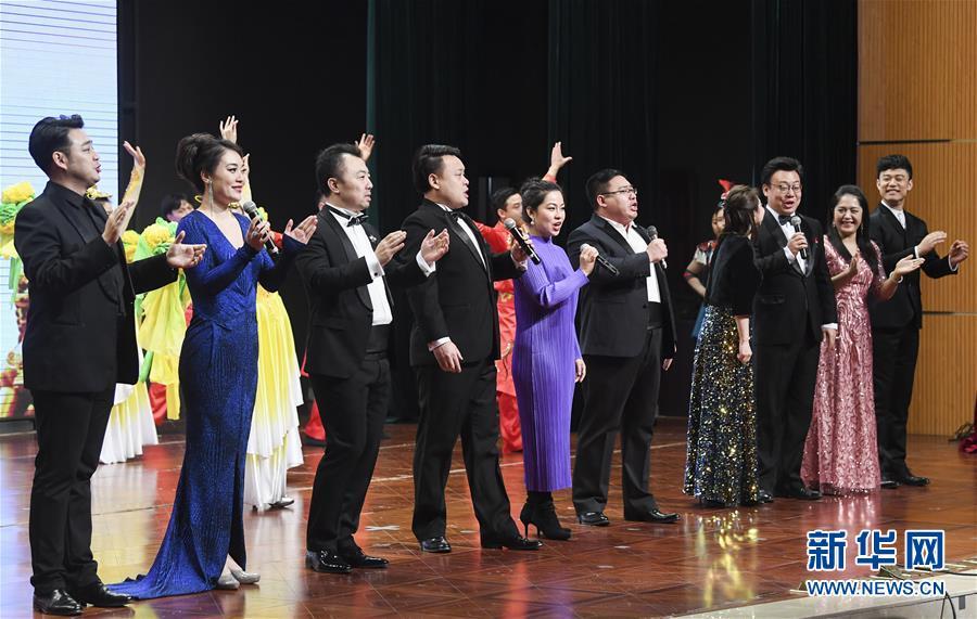 (新春走基层)(2)中央歌剧院文艺小分队走进重庆酉阳