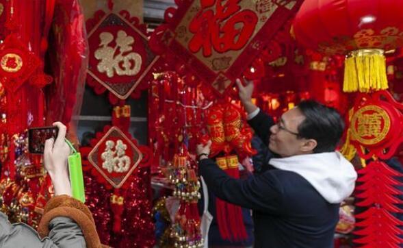 上海:选饰品 迎佳节