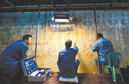 """莫高窟记得,""""飞天""""记得…… ——敦煌研究院文物保护利用群体素描"""