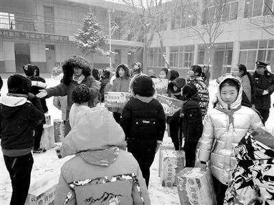 """共青团城关区委开展""""青暖衣冬""""捐赠活动"""