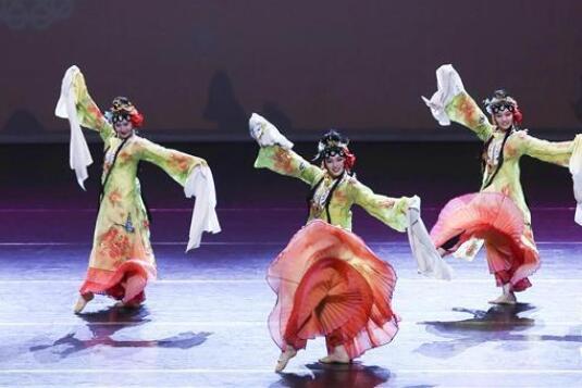 成都艺术团在阿尔及尔举行欢乐春节演出