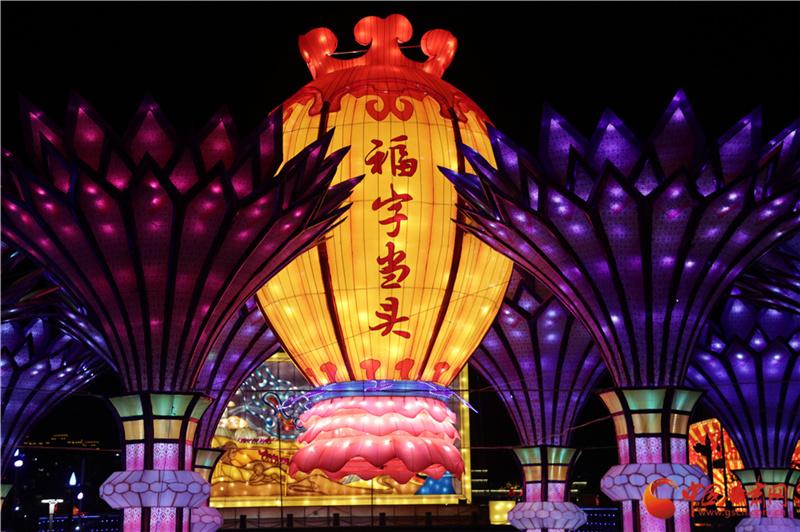 【新春走基层】兰州市民公园花灯璀璨游人醉(组图)