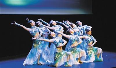 """""""敦煌韵·丝路情""""法国演出送上中国年的祝福"""
