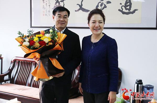 陈青看望慰问联系服务专家(图)