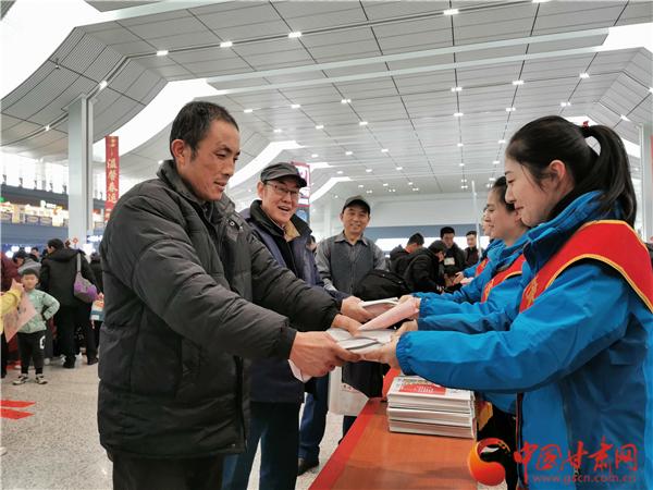 """""""情系农民工·书香伴归程"""" 甘肃新华书店在全省开展图书捐赠活动"""